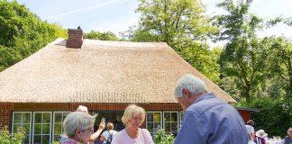 Reetdachhaus mit Tradition: Jubiläumsparty in der kleinen Waldschänke