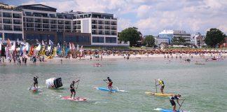 Sportlicher Start vor dem Hotel Bayside (© Hoch Zwei)