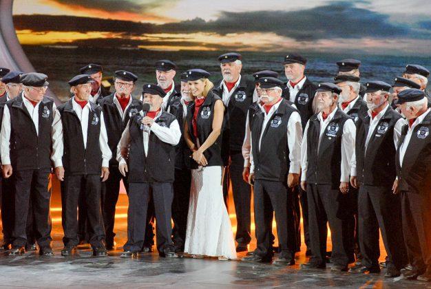Der Shanty Chor Lohnte mit Michelle Hunziker im Seemanns-Look © Susanne Dittmann