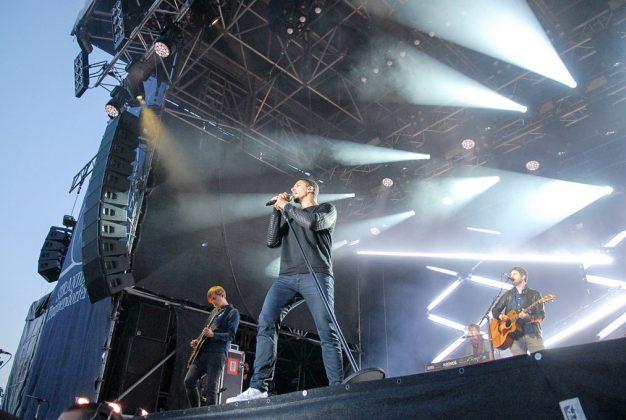 Ganz oben auf der Bühne, mit Ausblick aufs Meer: So ein Konzert genieÃen auch die Stars ganz besonders © Susanne Dittmann