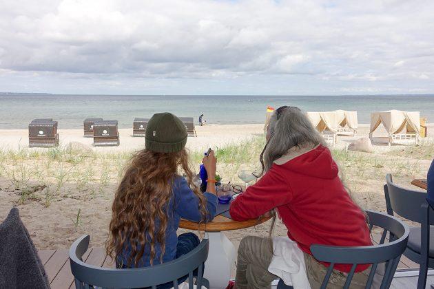 Einzigartig ist die Aussicht: auf den Plätzen zum Meer genieÃen Sie die frische Brise und die entspannte Atmosphäre am Strand