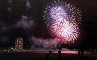 Silvesterfeuerwerk am Meer: Ein unvergesslicher Jahresbeginn © Voegele
