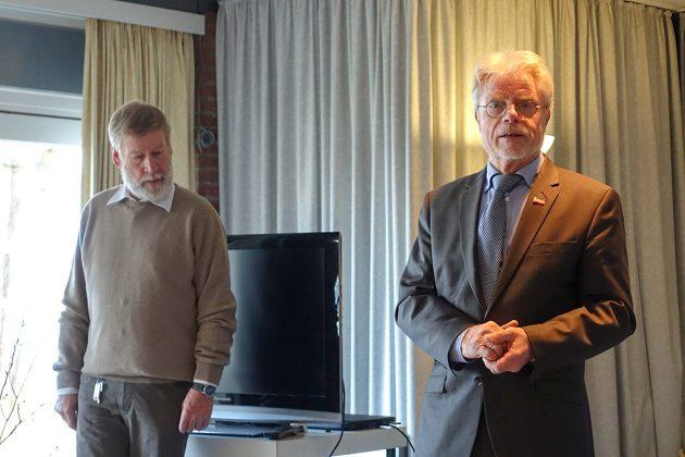 Bürgervorsteher Peter Nelle (re neben Peter Kappel) erklärte in seiner Ansprache die wichtige Rolle der Klingberger Vereine.