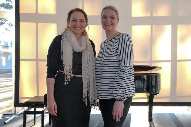 Bürgermeisterin Hatice Kara (li) und Bürgervorsteherin Anja Evers begrüÃten die Timmendorfer/innen mit einer herzlichen Rede © Susanne Dittmann