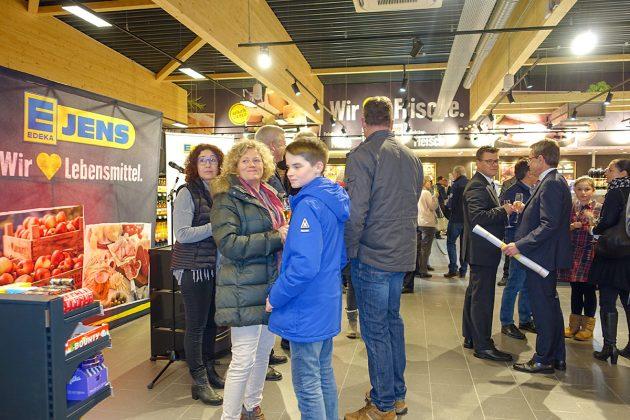 Rappelvoll war der EDEKA-Markt am Pre-Opening-Abend und erntete viel Bewunderung bei den Einheimischen