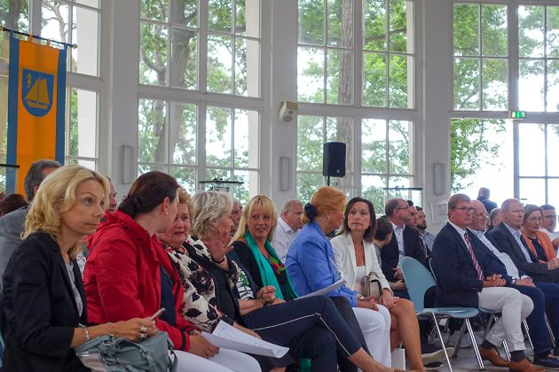 Spannung in den Reihen der Bürger: Gleich wird die neue Gemeindevertretung gewählt.