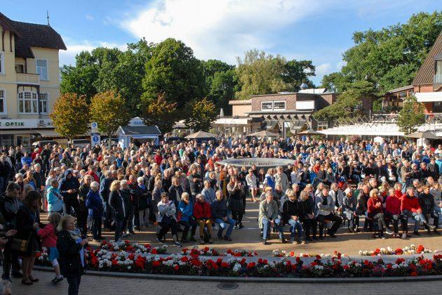 Gute Resonanz und viel Beifall für das traditionelle Opening der JazzBaltica mit der OGT-Band auf dem Timmendorfer Platz © Susanne Dittmann