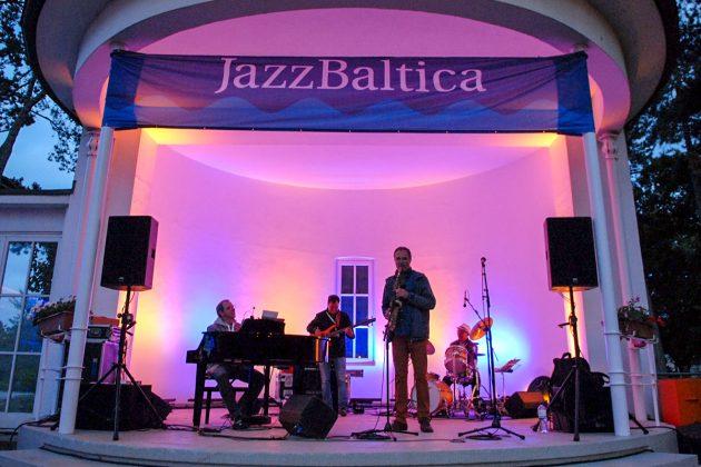 """Eine Premiere, die gut ankam: In der """"Musikmuschel"""" spielten zum ersten Mal die Jazz Bands des musikalischen Highlights an der Ostsee © Susanne Dittmann"""
