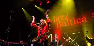 Die niederländische Saxophonistin Candy Dulfer begeisterte das Publikum © Susanne Dittmann