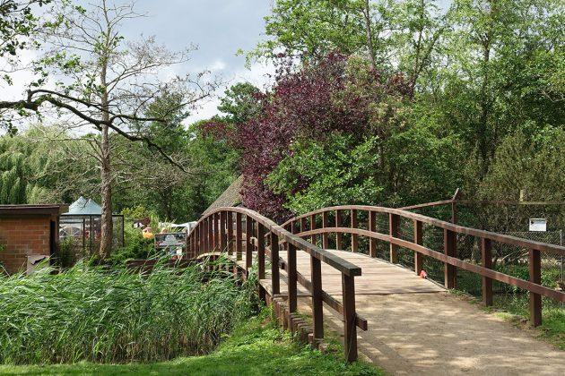 Ãber diese Brücke kommt man zum Kinderspielplatz und zur Festwiese. Dort wurde das 35jährige Jubiläum gefeiert.