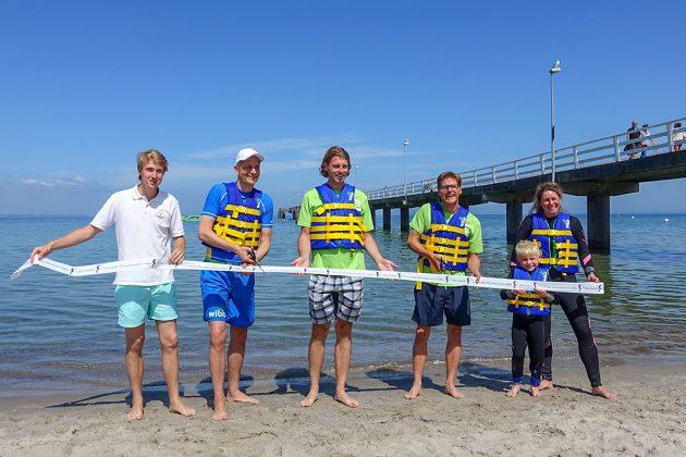 Feierlicher Moment.. und.. Schnitt! Premiere für den WaterSports Park an der Seebrücke