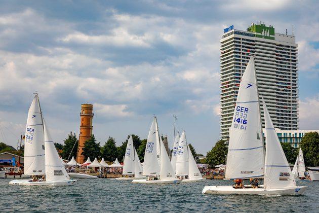 Die Dyas segelten statt eines offiziellen Rennens immerhin ihr Showrennen in der Trave. Foto: segel-bilder.de