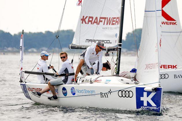 NRV-Steuermann Tobias Schadewaldt seglt sein Team zur Zeit auf einem souveränen ersten Platz. Foto: segel-bilder.de