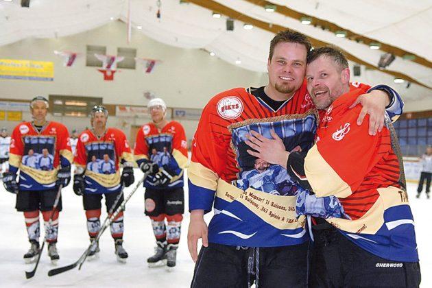 Kultig, erfolgreich, unverzichtbar: Eishockey im ETC hat viele Fans, vor allem Stars wie Corbinian Witting (li) und Marcus Krützfeldt