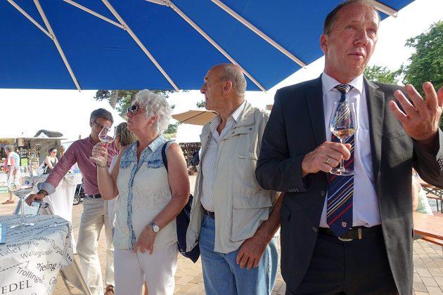 Weinprobe an der Seebrücke; Auftakt zum Genuss