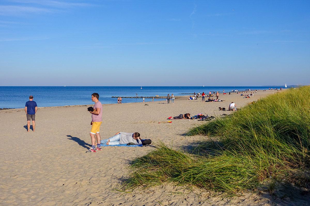 """Viel Sonne und viel Platz am Strand. Hier konnte man noch ein bisschen Sommer """"tanken"""", bevor der Herbst so richtig beginnt"""