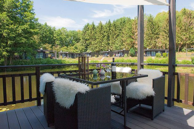Gemütliche Lounge-Sessel laden zum entspannten Klönschnack ein