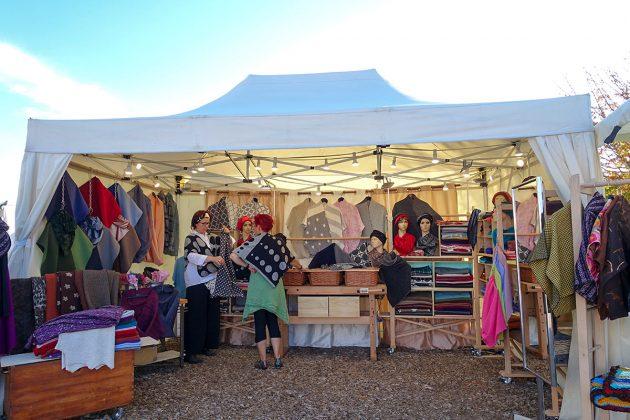 Mode aus eigener Schneiderei: besondere, ausgefallene Lieblingsteile, präsentiert im Niendorfer Hafen