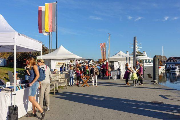"""Besser geht's nicht: Bei strahlendem Sonnenschein trafen sich Entdecker und GenieÃer auf dem """"Handgemacht""""-Markt"""