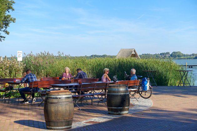 Die Ruhe, die Stimmung, die Sonne: die Plätze am Hemmelsdorfer See sind sehr begehrt