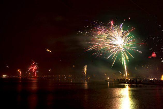 Feuerwerk und Farbkaskaden an der ganzen Küste: das ist der beste Partytipp für Silvester © TSNT