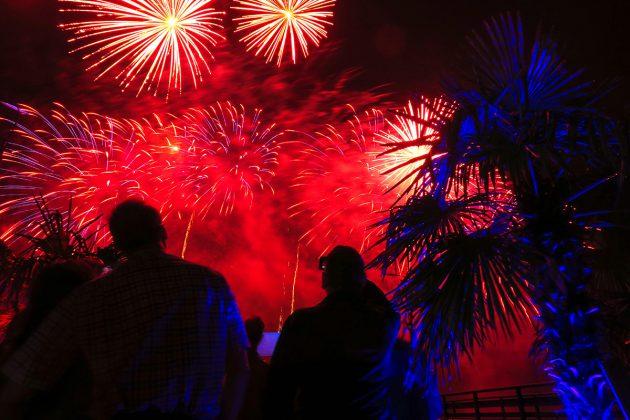 Feiern, Prosten, Staunen: Einmalige Stimmung beim Feuerwerk zum neuen Jahr © www.luebecker-bucht-ostsee.de