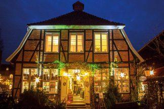 Die Backsteinhäuser in der Altstadt präsentieren sich in festlichem Lichterglanz © Wirtschaftsvereinigung Eutin