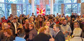 """""""Volles Haus"""" beim Neujahrsempfang: Vertreter aus Politik, Schule, Feuerwehr und Ehrenamt genossen die angenehme Stimmung."""