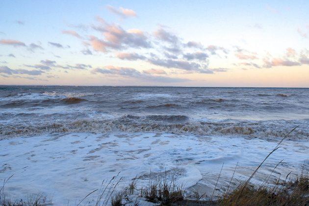 Beeindruckende Naturgewalt: die erste Sturmflut des Jahres 2019 setzte die Ostseestrände unter Wasser. © Susanne Dittmann