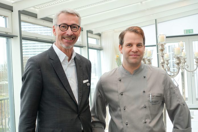 Hoteldirektor Kay Plesse freut sich, mit Sascha Hamp einen erfahrenen und kreativen Küchenchef für den Restaurantbetrieb im ATLANTIC Grand Hotel Travemünde gewonnen zu haben.
