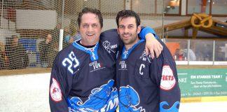 Sportsfreunde auf dem Eis: Kerry Goulet mit Andreas Marli (beim Remember-Game). © Susanne Dittmann