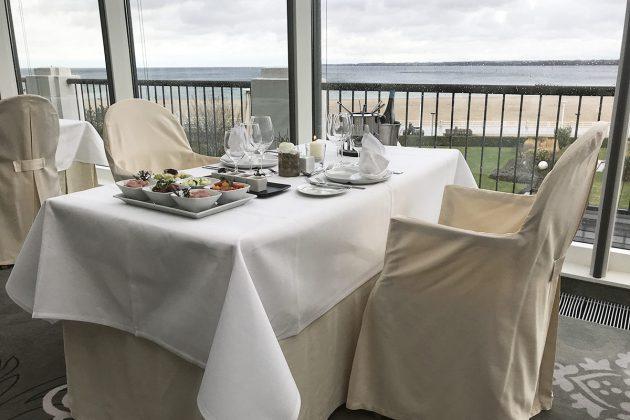 """Gemeinsam genieÃen mit schönstem Ausblick beim ATLANTIC Fondue im Raum """"Baltic View"""""""