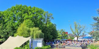 Die Halbinsel im Kurpark von Scharbeutz wird bei der Veranstaltung PfingsTON zur Bühne für die Künstler