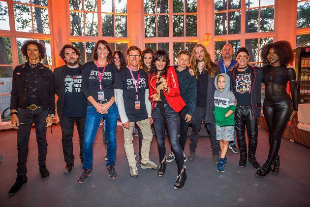 Stars in der Trinkkurhalle: Nena's Truppe mit den TSNT-Organisatoren Silke Szymoniak und Joachim Nitz (3. u. 4. von links) © TSNT