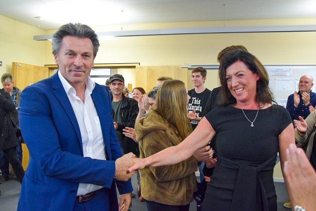 Andreas Zimmermann erwies sich als fairer Verlierer und gratulierte Bettina Schäfer zu ihrem deutlichen Wahlsieg.