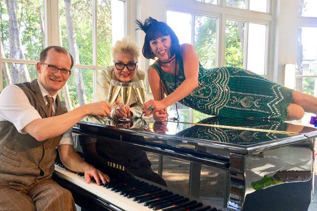 """Musik gehört immer dazu - und ebenso die """"Predigt zur Kunst"""", die Anja Es ebenso tiefgründig wie amüsant jeweils zur Vernissage vorträgt"""
