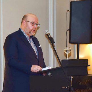 Referent Olaf in der Beek machte auf ein heikles Thema aufmerksam: die Munition aus den Weltkriegen in der Ostsee. Foto: Susanne Dittmann