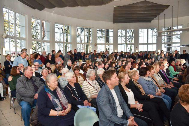 """""""Volles Haus"""" in der Trinkkurhalle: Zahlreiche Timmendorfer und viele Gäste aus Politik und Kultur waren zum Neujahrsempfang gekommen © Susanne Dittmann"""