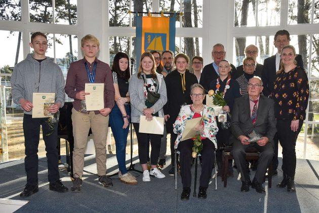 Auszeichnung für das Ehrenamt: Urkunden, Bllumen und viel Beifall für jene, die sich für die Allgemeinheit engagieren © Susanne Dittmann