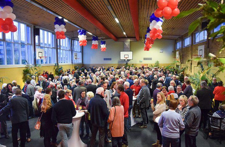 Der Neujahrsempfang in Scharbeutz fand ausnahmsweise in der Turnhalle der Ostseegrundschule statt. Festlich und gemütlich war es auf an diesem neuen Ort. Foto: Katrin Gehrke