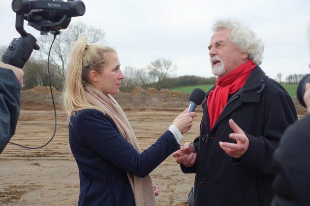 Pönitz TV war auch wieder dabei - hier beim Interview mit Dorfvorsteher Reinhard Stapf