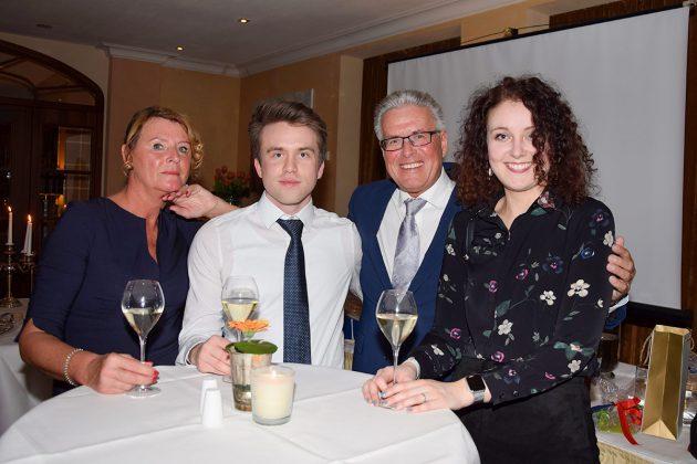 Familienglück: Volker Owerien mit seinen beiden Kindern und seiner Lebensgefährtin Gabi-Horn © Katrin Gehrke