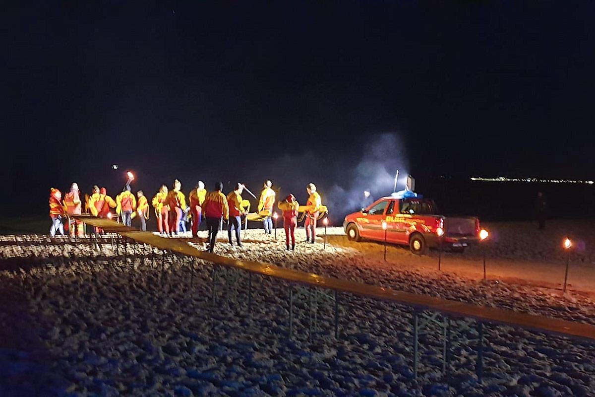Der Strand gehört den Mutigen: Beim Anbaden stürzten sich alle in die eiskalte Ostsee