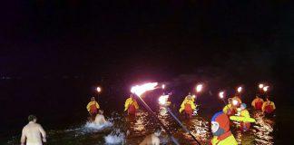 Eiskalt in die Fluten: Beim Anbaden in der Ostsee schafften 370 Teilnehmer den neuen Rekord