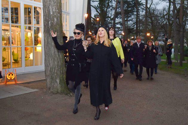Noch einmal geht's rund um die kunsterfüllte Rotunde: Feierliche Abschiedsparty mit Anja Es. © Susanne Dittmann