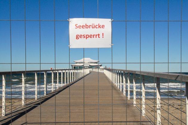 Hier darf keiner mehr durch: die Seebrücken in den Ostseebädern sind vorsichtshalber abgesperrt. © Susanne Dittmann