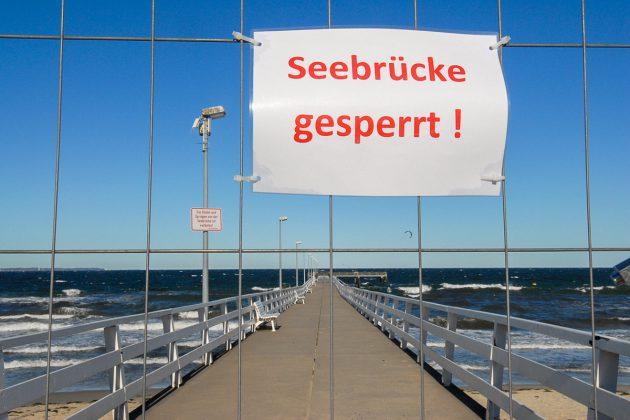 Auch die Seebrücke im Zentrum wurde gesperrt. Eine weitere VorsichtsmaÃnahme, um der Pandemie entgegenzuwirken. © Susanne Dittmann