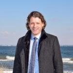 Robert Wagner, Bürgermeister von Timmendorfer Strand, hat bei allen Lockerungen auf strenge Sicherheitsregeln gesetzt. Foto: Katrin Gehrke