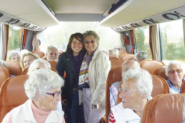 Alle auf groÃer Fahrt - in der Mitte Hatice Kara (damals Bürgermeisterin) und Helga Schütt