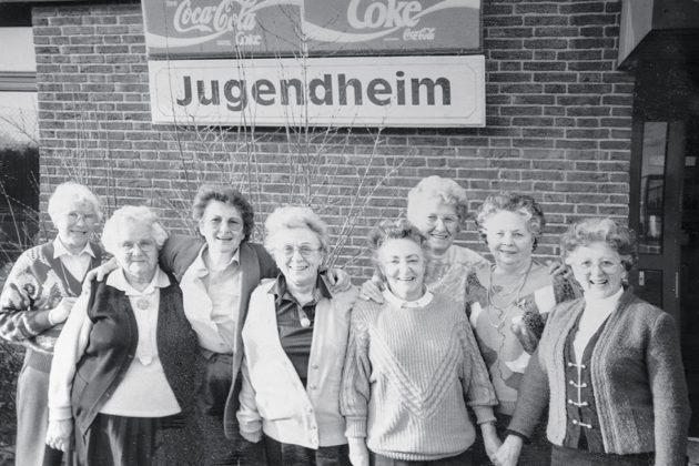 Das waren die Anfänge: im Timmendorfer Jugendheim trafen sich anno 1983 erstmals die örtlichen Senioren mit Organisatorin Helga Schütt zum Kaffeeklatsch